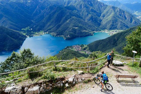 Mountain bike in Valle di Ledro per vacanze bike in Garda Trentino_ RobertoVuilleumier